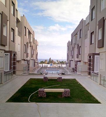 Vu sur jardin et piscine dans Villas Tilel par kahloun Immobilière